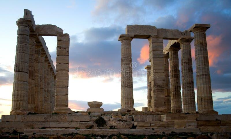Templo de Poseidon no cabo de Sounion em Greece fotos de stock