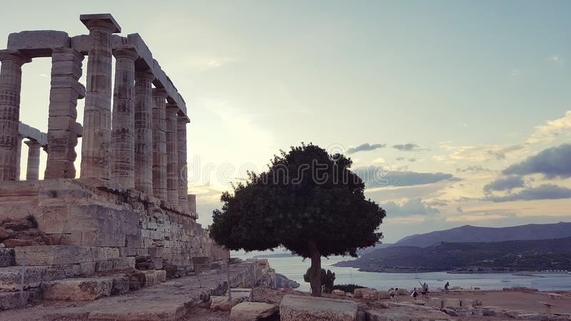Templo de Poseidon no cabo Sounion imagem de stock
