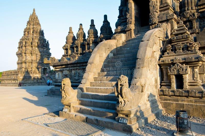 Templo de Prambanan Grande arquitetura hindu em Yogyakarta Ilha de Java, Indon?sia fotografia de stock