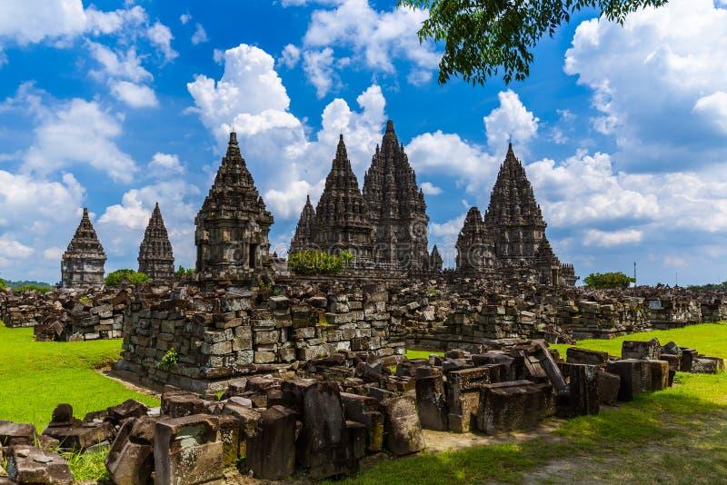 Templo de Prambanan perto de Yogyakarta na ilha de Java - Indonésia imagem de stock