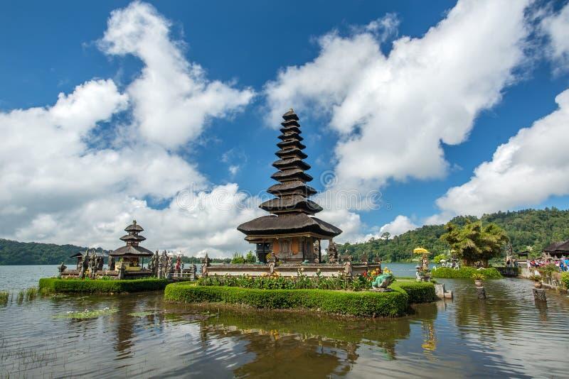 Templo de Pura Ulun Danu em um lago Beratan bali fotografia de stock