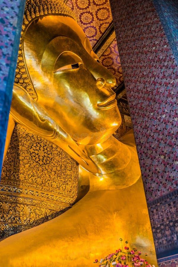 Templo de reclinação Banguecoque Tailândia de buddha Wat Pho fotos de stock royalty free