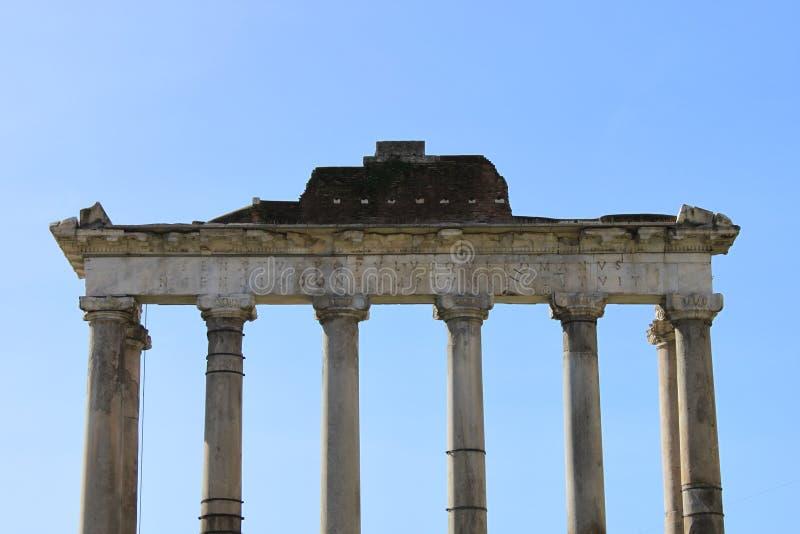 Templo de Saturno em Roma foto de stock