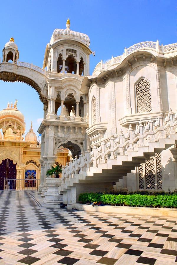 Templo de Sri Krishna Balaram, Vrindavan, la India foto de archivo libre de regalías