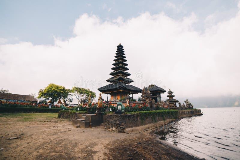 Templo de Ulun Danu em Bali imagens de stock