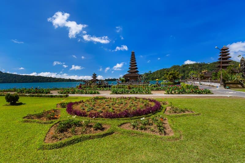 Templo de Ulun Danu - ilha Indonésia de Bali imagem de stock