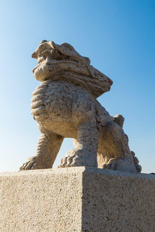 Templo de Wanshou en Changchun, leones de piedra fotos de archivo