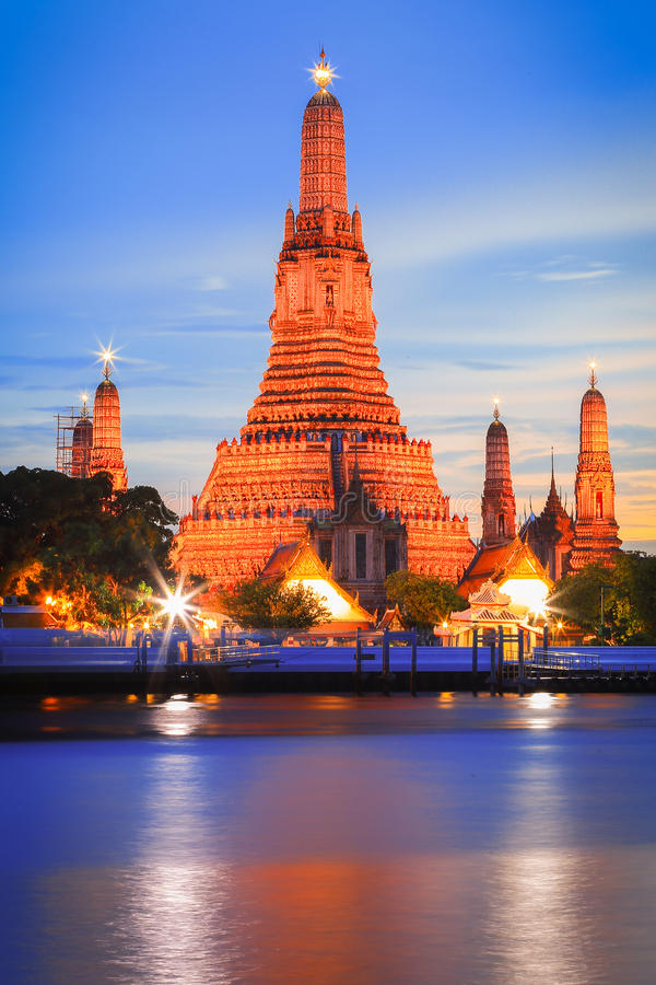 Templo de Wat Arun em Banguecoque, Tailândia fotos de stock