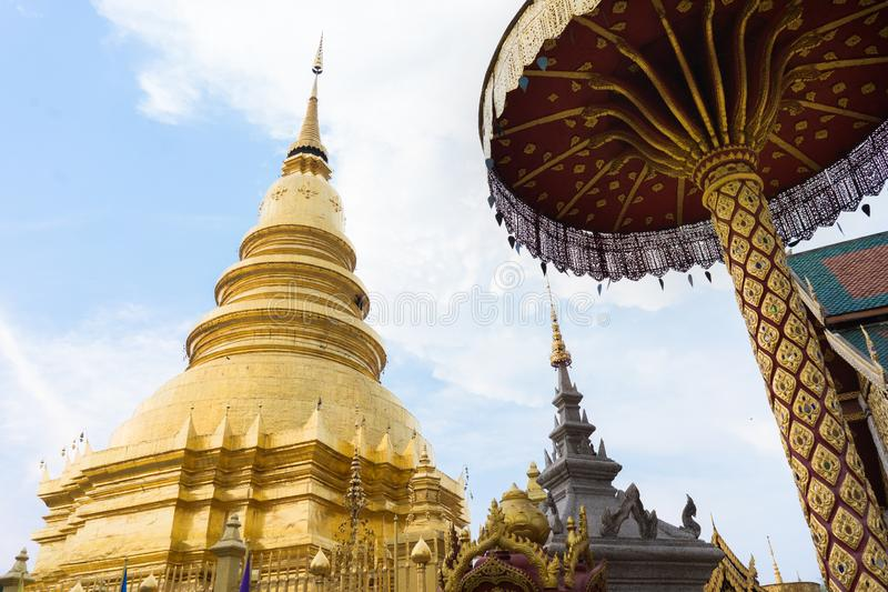 Templo de Wat Phra That Hariphunchai foto de stock royalty free
