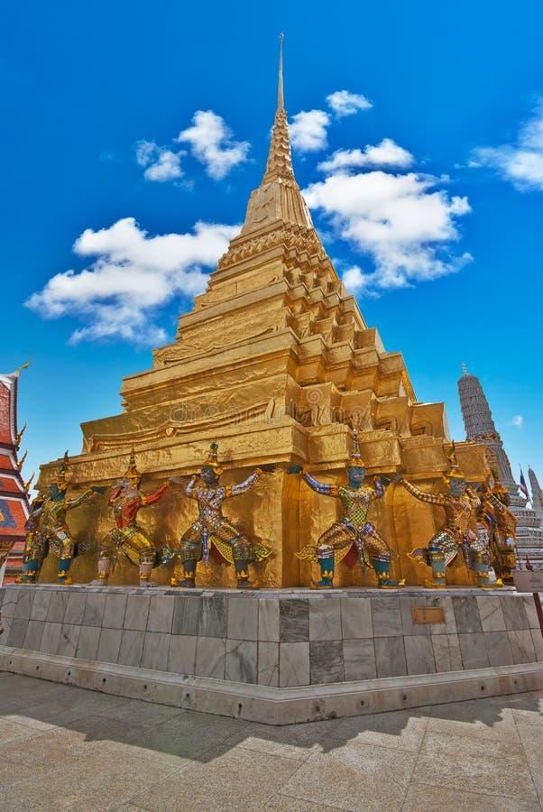 Templo de Wat Phra Kaeo, señal de Bangkok imágenes de archivo libres de regalías