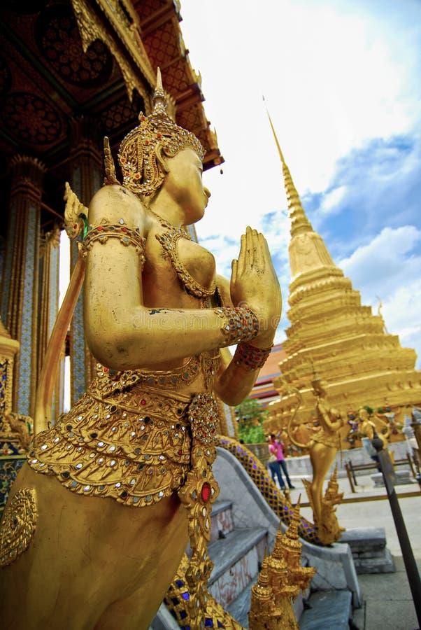Templo de WAT PHRA KAEW de Emerald Buddha con el cielo azul BANGKOK imagen de archivo libre de regalías