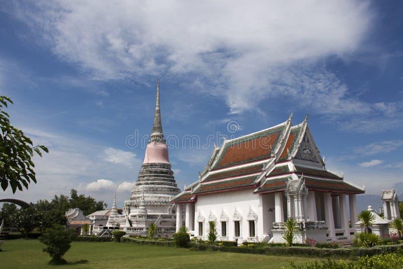 Templo de Wat Phra Samut Chedi en Samut Prakan, Tailandia fotografía de archivo