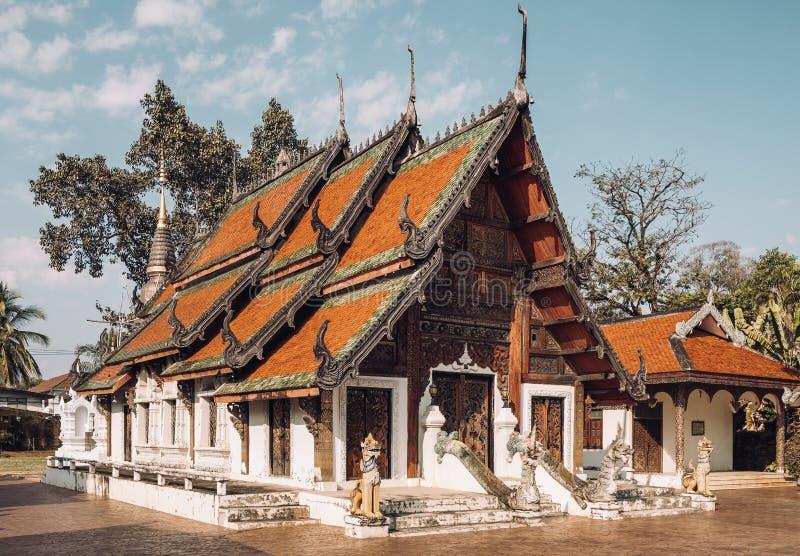 Templo de Wat Pratu Pong em Lampang, Tailândia fotografia de stock royalty free