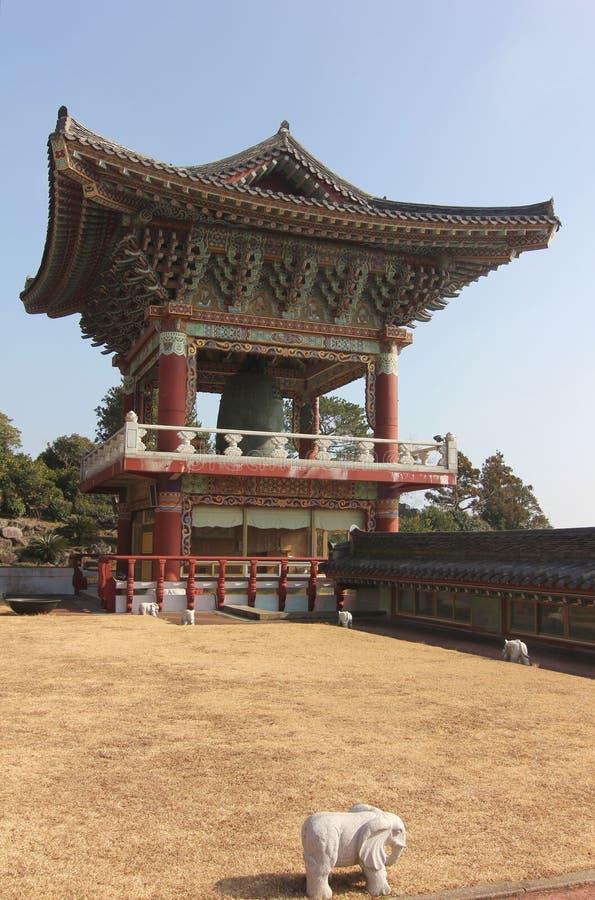 Templo de Yakchunsa do budismo na ilha de Jeju fotos de stock