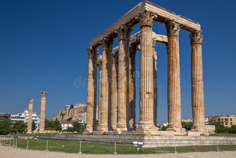 Templo de Zeus com a acrópole no fundo, Atenas, Grécia fotografia de stock royalty free