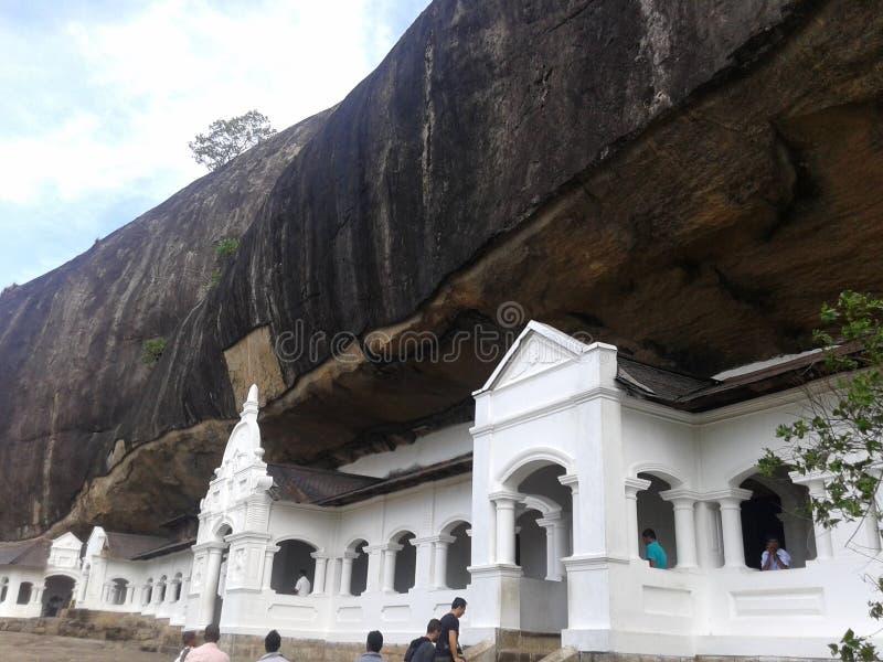 Templo debajo de la roca imagenes de archivo