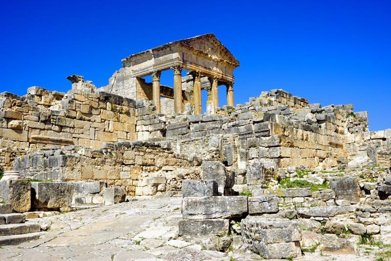 Templo del capitolio en el sitio arqueológico de Dougga, Túnez imagen de archivo libre de regalías