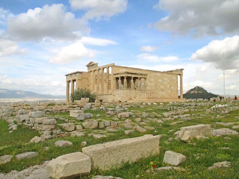 Templo del griego clásico de Erechtheion con las columnas famosas de la cariátide, acrópolis de Atenas, Grecia fotos de archivo