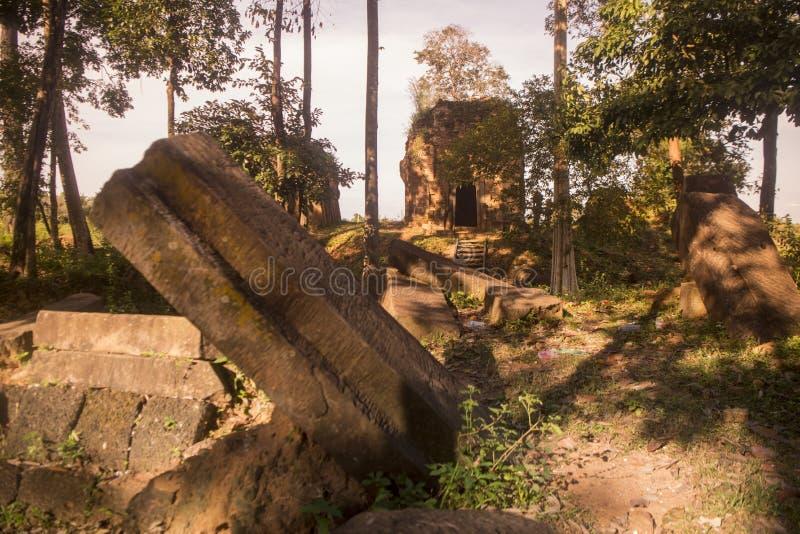 TEMPLO DEL KHMER DE CAMBOYA ANLONG VENG TRAPEANG imagenes de archivo