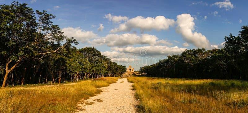 Templo del maya de Dzibilchaltun en el Yucatán, México foto de archivo libre de regalías