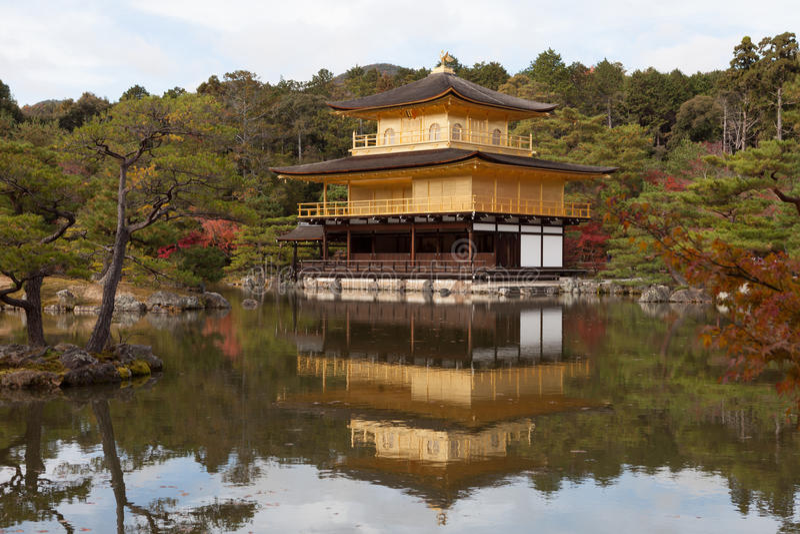 Templo del pabellón de oro en Kyoto, Japón foto de archivo libre de regalías