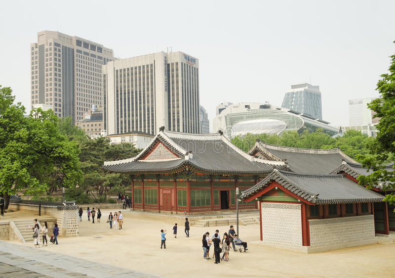 Templo do centro de cidade em seoul Coreia do Sul foto de stock royalty free
