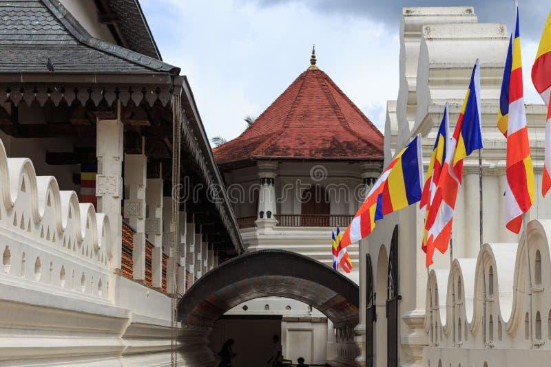 Templo do dente e o Royal Palace - o Kandy, Sri Lanka imagens de stock royalty free