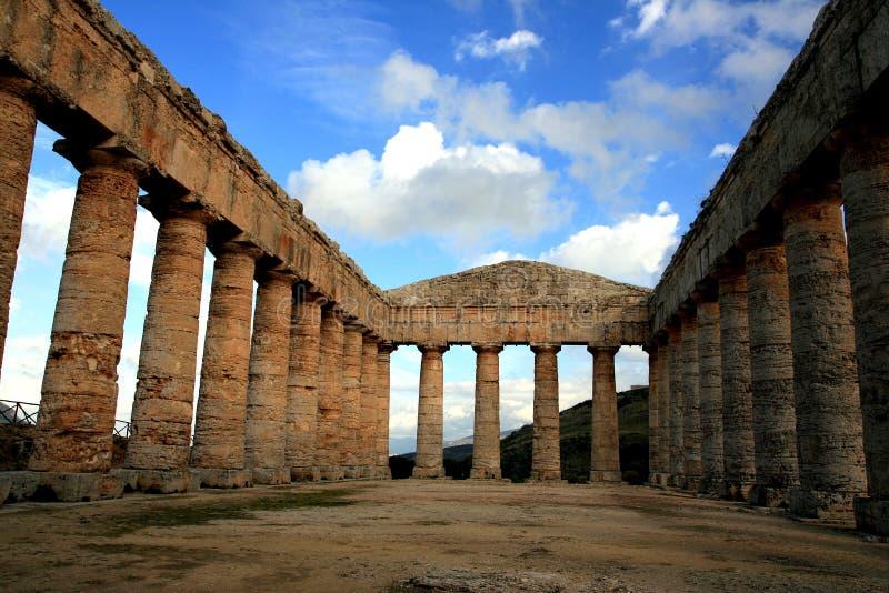 Templo do grego clássico de Segesta, Italy imagens de stock