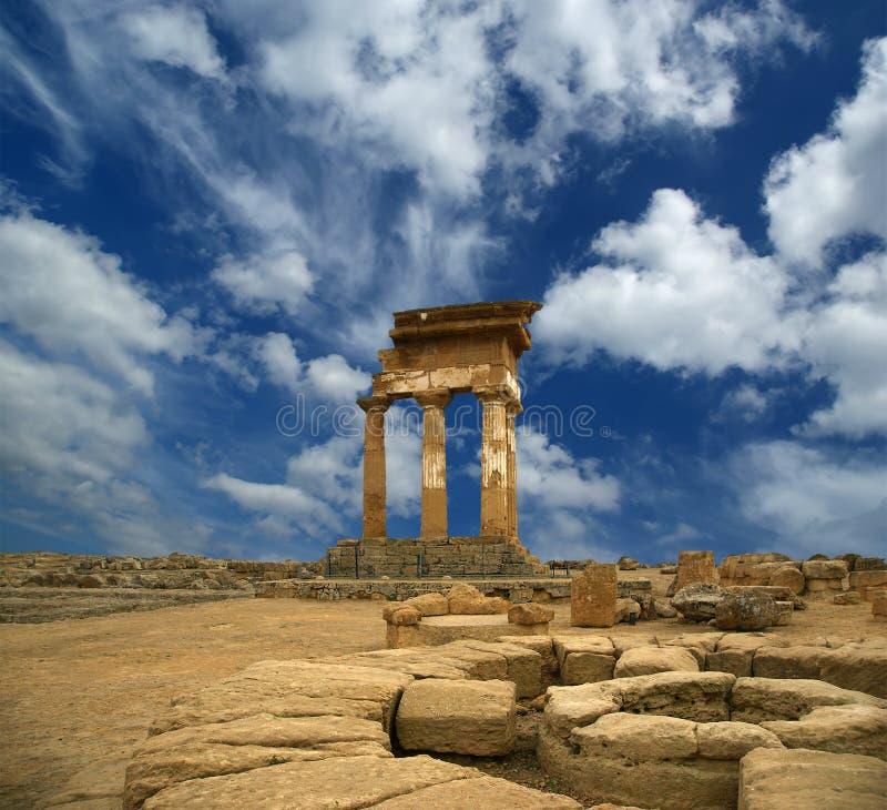 Templo do grego clássico do Dioscuri fotos de stock royalty free