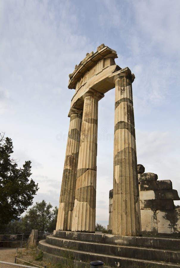 Templo do pronoia de Athena no oracle de Delphi imagens de stock
