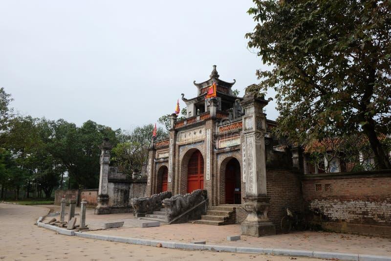 Templo do rei An Duong Vuong em Co Loa Citadel, Vietname imagem de stock