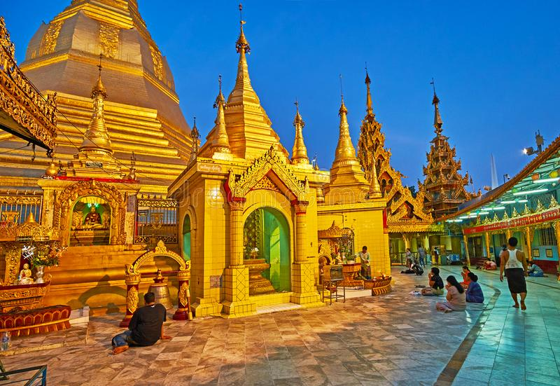 Templo do ` s de Yangon grande, Myanmar foto de stock royalty free