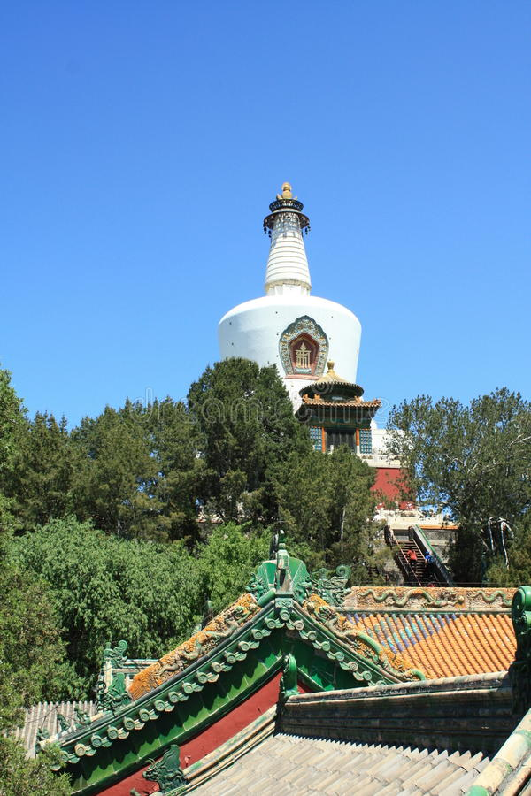 Templo do whitetower de Beihai imagens de stock