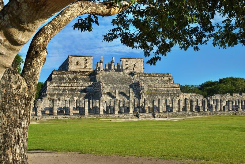 Templo dos guerreiros. Chichen Itza, México fotografia de stock
