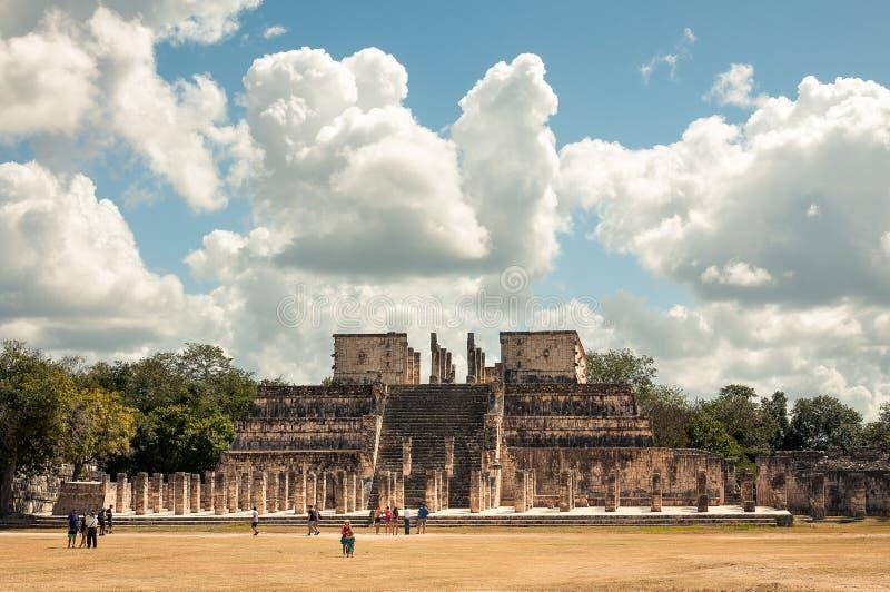 Templo dos guerreiros em Chichen Itza, México foto de stock royalty free