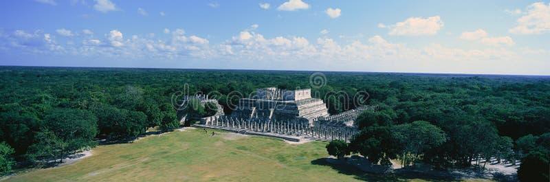 Templo dos guerreiros em Chichen-Itza na península do Iucatão, México foto de stock