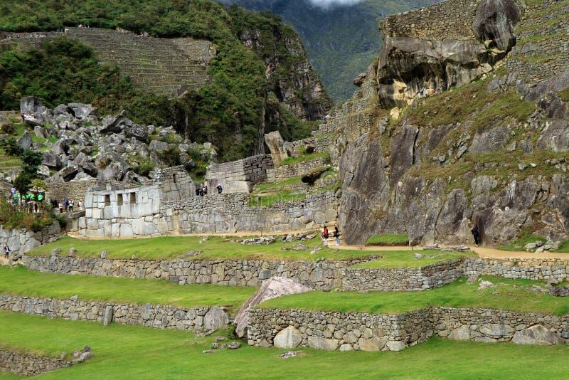 Templo dos três Windows e os terraços agrícolas na distância, Machu Picchu Inca Ruins antigo imagens de stock royalty free
