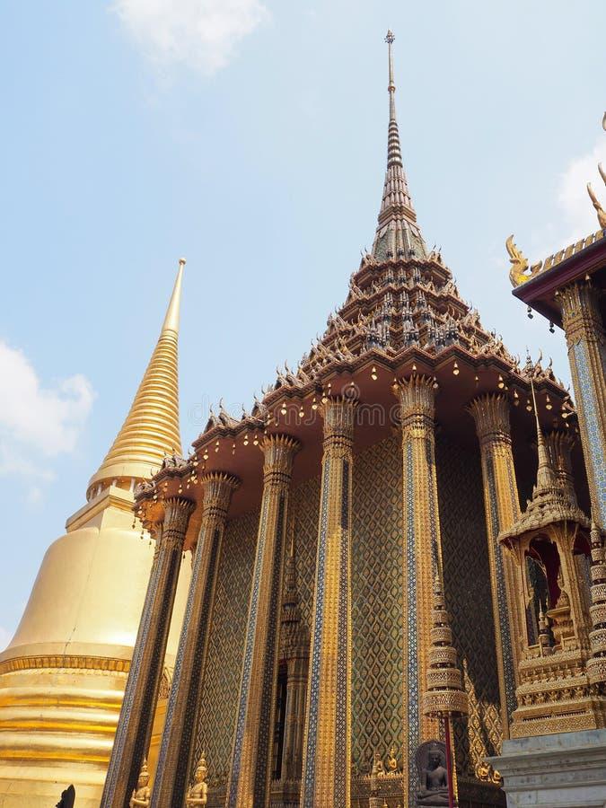 Templo dourado bonito em Tailândia imagem de stock royalty free