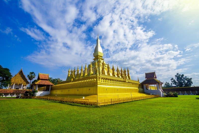 Templo dourado de Pha que Luang em Vientiane, Laos foto de stock