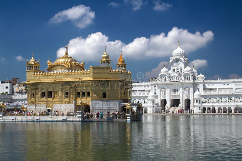 Templo dourado em Amritsar imagem de stock royalty free