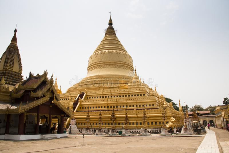 Templo dourado em Bagan, Myanmar imagem de stock