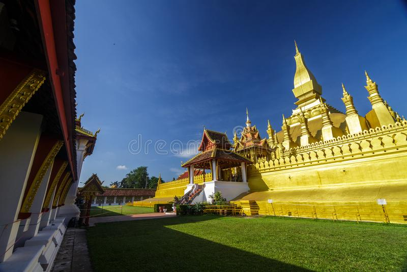 Templo dourado em Pha que Luang em Vientiane, Laos fotografia de stock