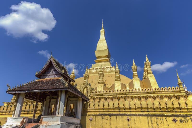 Templo dourado em Vientiane, Laos imagem de stock royalty free