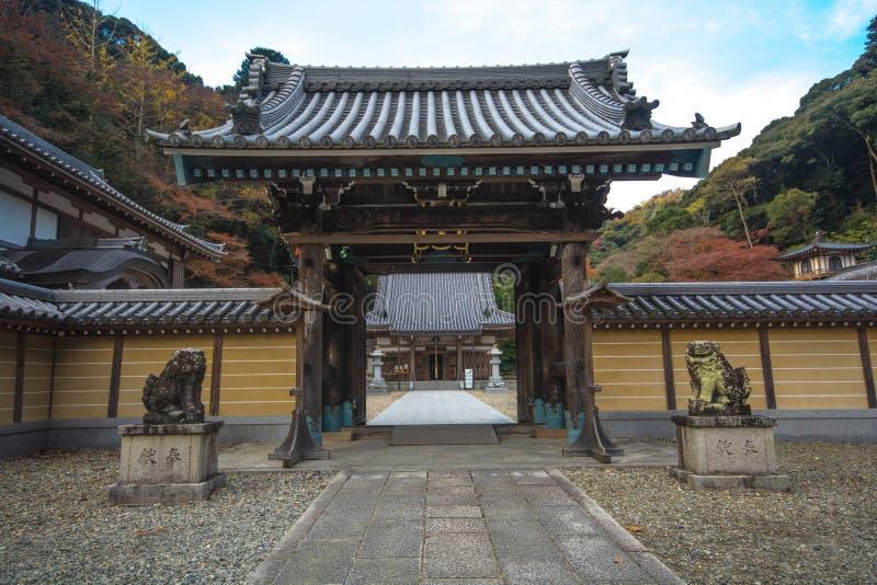 Templo em Minoo Park na estação do outono, Minoh, Osaka, Kansai, Jap imagens de stock