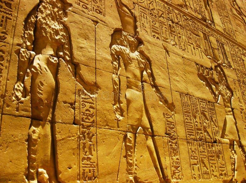 Templo en Edfu - detalle de Horus imagenes de archivo