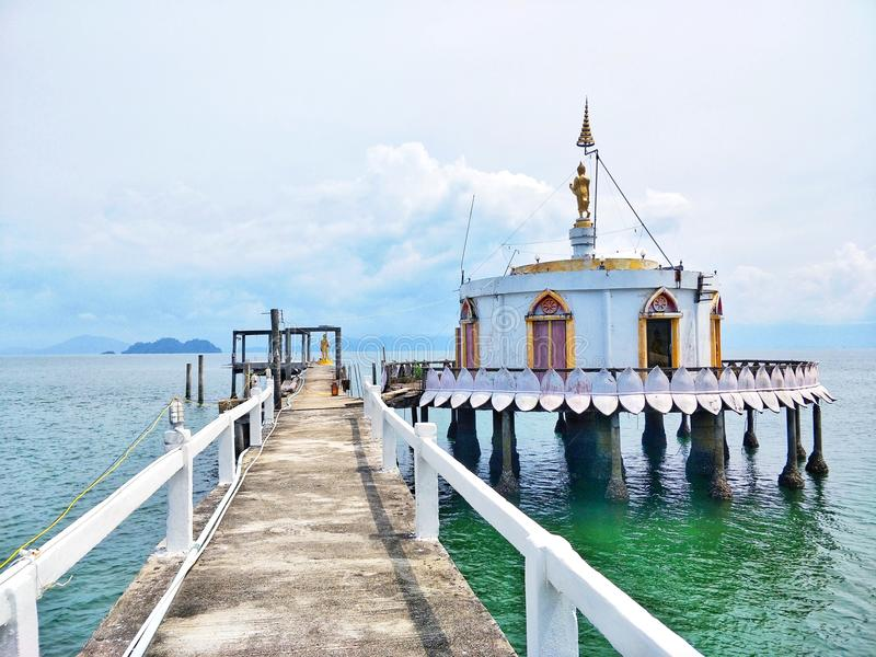 Templo en el mar del phayam de la KOH, Tailandia fotografía de archivo