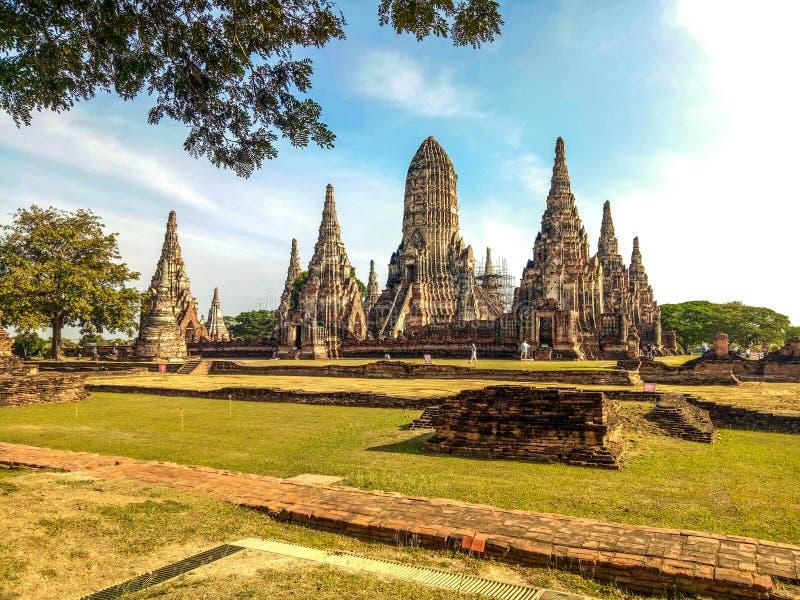 Templo en el parque histórico de Ayuthaya, un sitio de Wat Chaiwatthanaram del patrimonio mundial de la UNESCO en Tailandia imagen de archivo