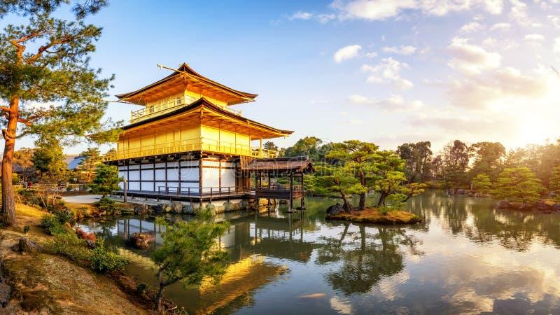 Templo en el tiempo de igualación, templo antiguo de Kinkakuji imagenes de archivo