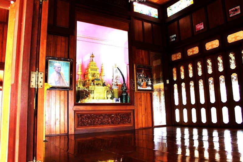 Templo en la montaña de Khao Takeab en Tailandia fotografía de archivo libre de regalías