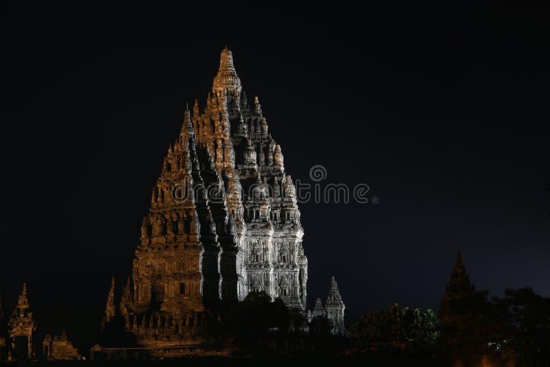 Templo en la noche, Yogyakarta Indonesia de Prambanan foto de archivo libre de regalías